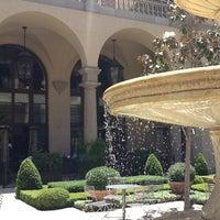 Снимок сделан в Montage Beverly Hills пользователем Foodie O. 5/9/2012