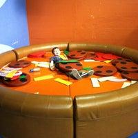 รูปภาพถ่ายที่ Omaha Children's Museum โดย samantha เมื่อ 4/7/2012