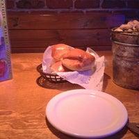 9/2/2012 tarihinde Jess B.ziyaretçi tarafından Texas Roadhouse'de çekilen fotoğraf