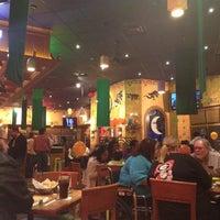 Foto tomada en La Parrilla Mexican Restaurant por Mark L. el 2/26/2012