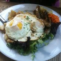 รูปภาพถ่ายที่ Gaumenkitzel Restaurant โดย Ira S. เมื่อ 6/5/2012