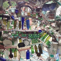Foto tirada no(a) Philadelphia's Magic Gardens por Christine T. em 4/28/2012