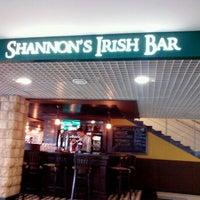 Foto diambil di Shannon's Irish Bar oleh Alex L. pada 6/14/2012