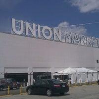 Foto tirada no(a) Union Market por Andrew Vino50 Wines em 6/3/2012