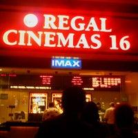 Foto tirada no(a) Regal Cinemas Red Rock 16 & IMAX por Danielle R. em 4/29/2012