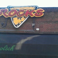 Foto diambil di Cafe Rocks oleh Erik Z. pada 7/8/2012