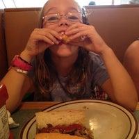 Foto tomada en Pizza Delight by Giacomo por Patrick P. el 9/1/2012