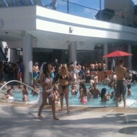 Foto tirada no(a) Palms Pool & Dayclub por Shawn W. em 8/3/2012