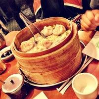 Снимок сделан в Joe's Shanghai 鹿嗚春 пользователем Diego Z. 2/19/2012