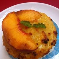 Das Foto wurde bei Artisan Foods Bakery & Café von Teresa am 6/27/2012 aufgenommen