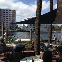 Das Foto wurde bei Shooters Waterfront von Michael S. am 2/24/2012 aufgenommen