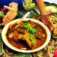 Foto scattata a Restoran Kari Kepala Ikan SG da Fhan F. il 8/26/2012