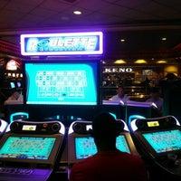 Снимок сделан в Turning Stone Resort Casino пользователем Frank C. 8/12/2012