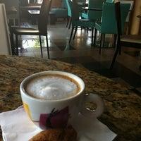 8/1/2012 tarihinde Tiffany S.ziyaretçi tarafından Bacchus Coffee & Wine Bar'de çekilen fotoğraf