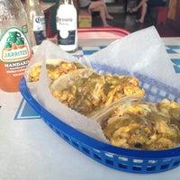 Foto tirada no(a) Tacos A Go-Go por Chuy B. em 6/23/2012