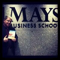 รูปภาพถ่ายที่ Mays Business School โดย J.R. A. เมื่อ 4/27/2012