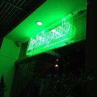 Foto tomada en Dublin's Irish Pub por Rolando R. el 6/3/2012