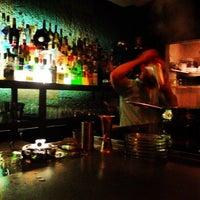 Foto scattata a CINCO Lounge da Clay R. il 6/9/2012