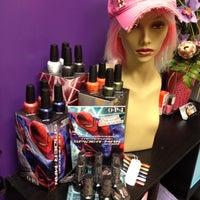 Снимок сделан в Hail The Hair King Salon & Spa пользователем Travis M. 4/27/2012