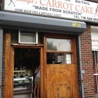 8/7/2012 tarihinde kenyatta c.ziyaretçi tarafından Lloyd's Carrot Cake'de çekilen fotoğraf