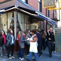4/6/2012にNick C.がMagnolia Bakeryで撮った写真