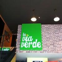 Foto diambil di La Via Verde oleh Victor G. pada 8/5/2012