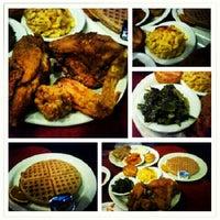 Photo prise au Gladys Knight's Signature Chicken & Waffles par Neil A. le6/16/2012