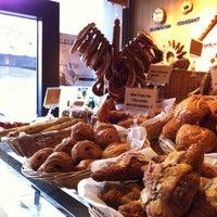 Photo prise au Sunflour Bakery & Café par Rimi C. le3/23/2012