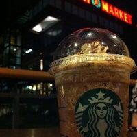 3/17/2012 tarihinde Frizal G.ziyaretçi tarafından Starbucks'de çekilen fotoğraf