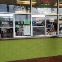 รูปภาพถ่ายที่ Kwik Way Drive-In โดย Jonathan C. เมื่อ 3/12/2012