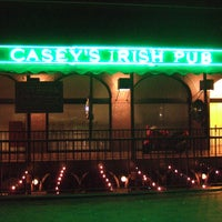 Das Foto wurde bei Casey's Irish Pub von Party Earth am 4/4/2012 aufgenommen