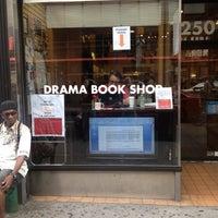 Das Foto wurde bei Drama Book Shop von Paul am 8/24/2012 aufgenommen
