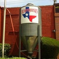 รูปภาพถ่ายที่ Humperdinks Restaurant & Brewpub - Greenville โดย Ron E. เมื่อ 5/1/2012