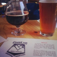 Foto tirada no(a) GoodLife Brewing por Lindsay L. em 5/13/2012