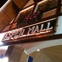 Foto tirada no(a) Aspen Mall por William F. em 7/21/2012