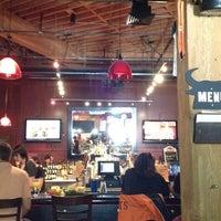 Foto tirada no(a) Pete's Tavern por Vanessa G. em 9/8/2012