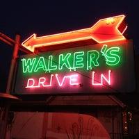 Das Foto wurde bei Walker's Drive In von Stacey W. am 2/9/2012 aufgenommen