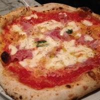 รูปภาพถ่ายที่ Settebello Pizzeria โดย Leonardo B. เมื่อ 8/7/2012