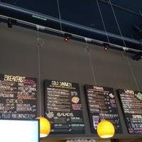 รูปภาพถ่ายที่ Yellow Dot Cafe โดย Deanna B. เมื่อ 5/16/2012