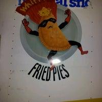 Photo prise au Whiffies Fried Pies par Darren M. le3/10/2012
