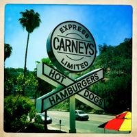5/27/2012 tarihinde Simon D.ziyaretçi tarafından Carney's'de çekilen fotoğraf