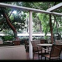 Das Foto wurde bei Caffè Nero von Zeynep A. am 8/28/2012 aufgenommen