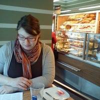 ... Foto tirada no(a) Merhautovo pekařství por Zuza T. em 3 13 56145fbd71c