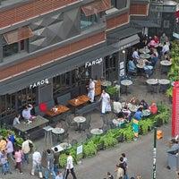Das Foto wurde bei Faros Restaurant von Kenan A. am 8/5/2012 aufgenommen