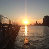 Foto tomada en Brooklyn Bridge Park - Pier 6 por Willie M. el 6/17/2012