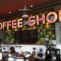 Foto scattata a Street 14 Cafe da Steve K. il 2/18/2012