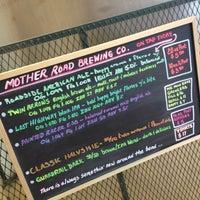 6/21/2012 tarihinde Kevin O.ziyaretçi tarafından Mother Road Brewing Company'de çekilen fotoğraf