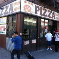 Das Foto wurde bei Di Fara Pizza von Marc L. am 3/14/2012 aufgenommen