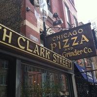 Photo prise au Chicago Pizza and Oven Grinder Co. par Keith S. le8/4/2012