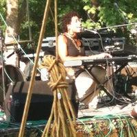 Das Foto wurde bei West End Park von Nehanda L. am 5/20/2012 aufgenommen